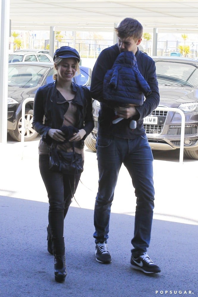Shakira and Gerard Show Airport PDA as She and Milan Head to LA
