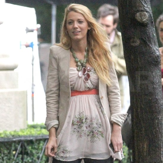 Blake Lively Filming Gossip Girl Wearing Rain Boots Pictures