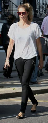 Elle Macpherson in Black Skinny Jeans and White Tee