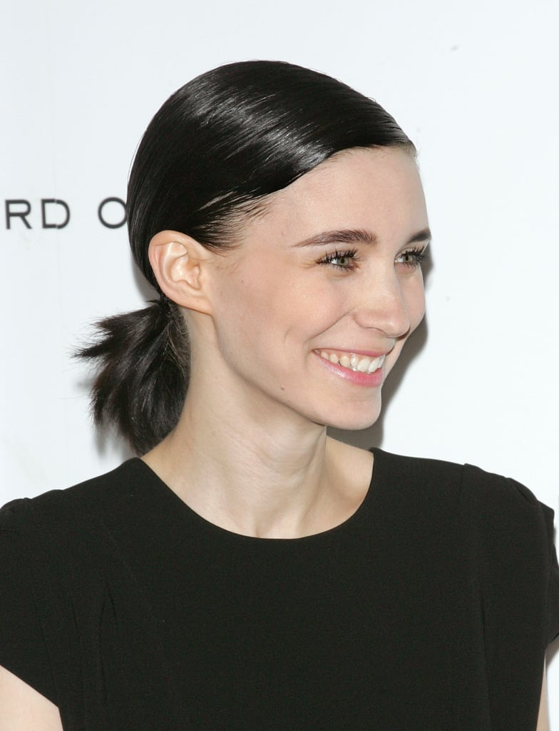 Rooney Mara gave a big smile on the red carpet.