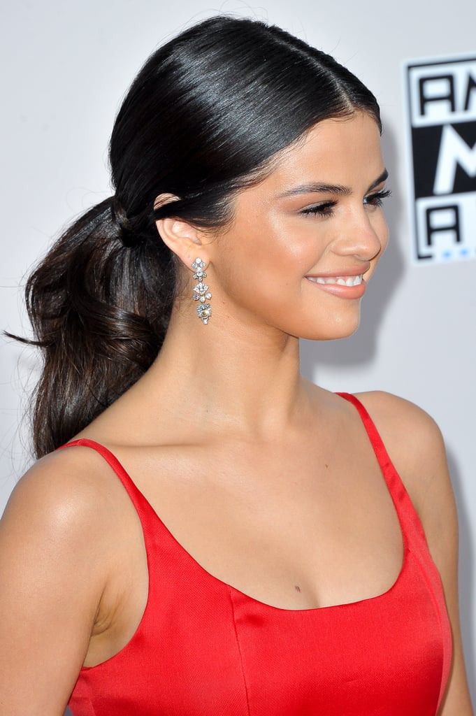 The 1 Chanel Product That Will Give You Selena Gomezs Gorgeous AMAs Glow