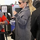 Jessica Simpson chatted with her traveling buddy.