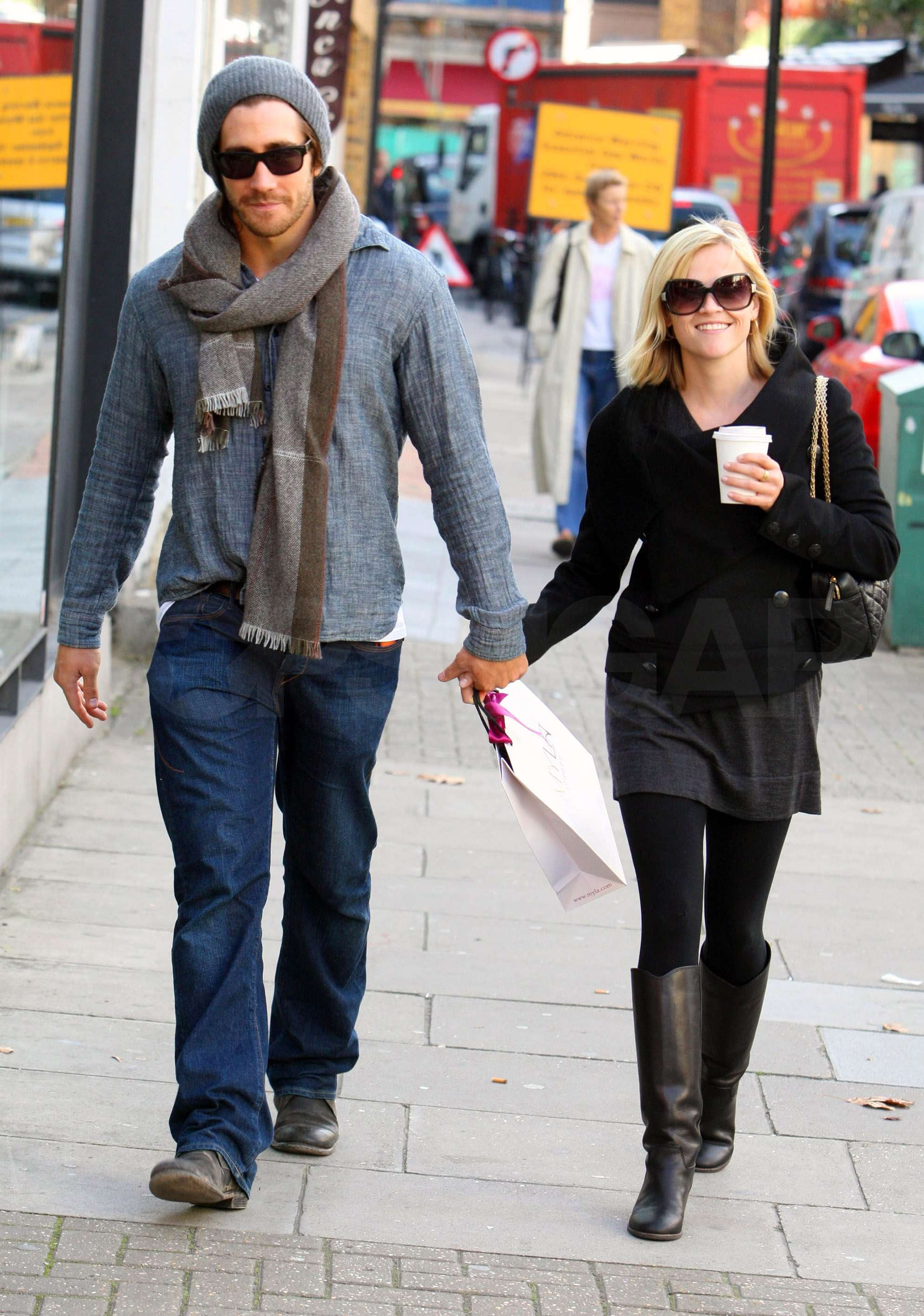 photos of reese witherspoon and jake gyllenhaal in london