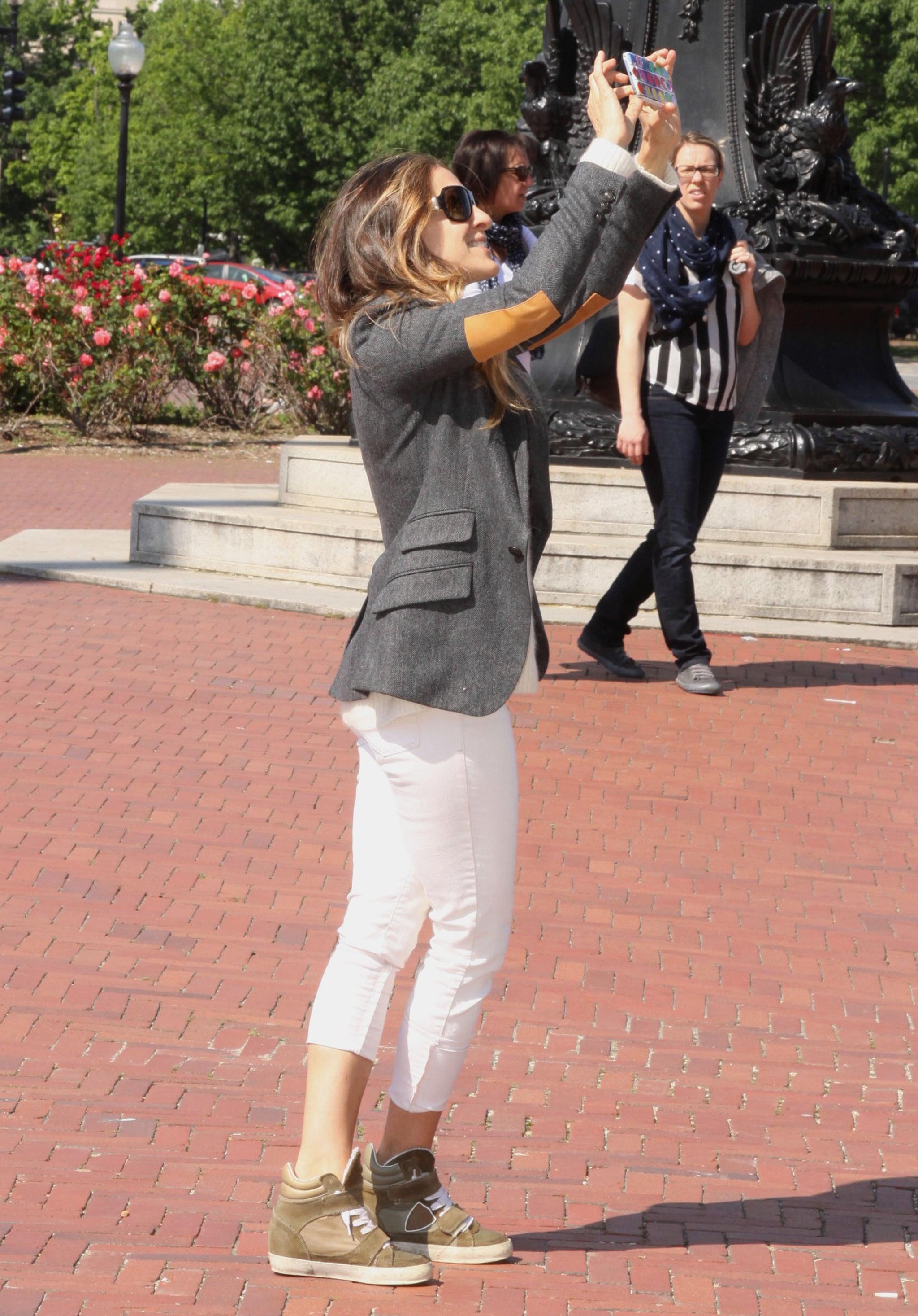 Sarah Jessica Parker got supercute while sightseeing in Washington DC.