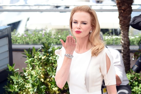 Nicole-Kidman-blew-kiss-crowd