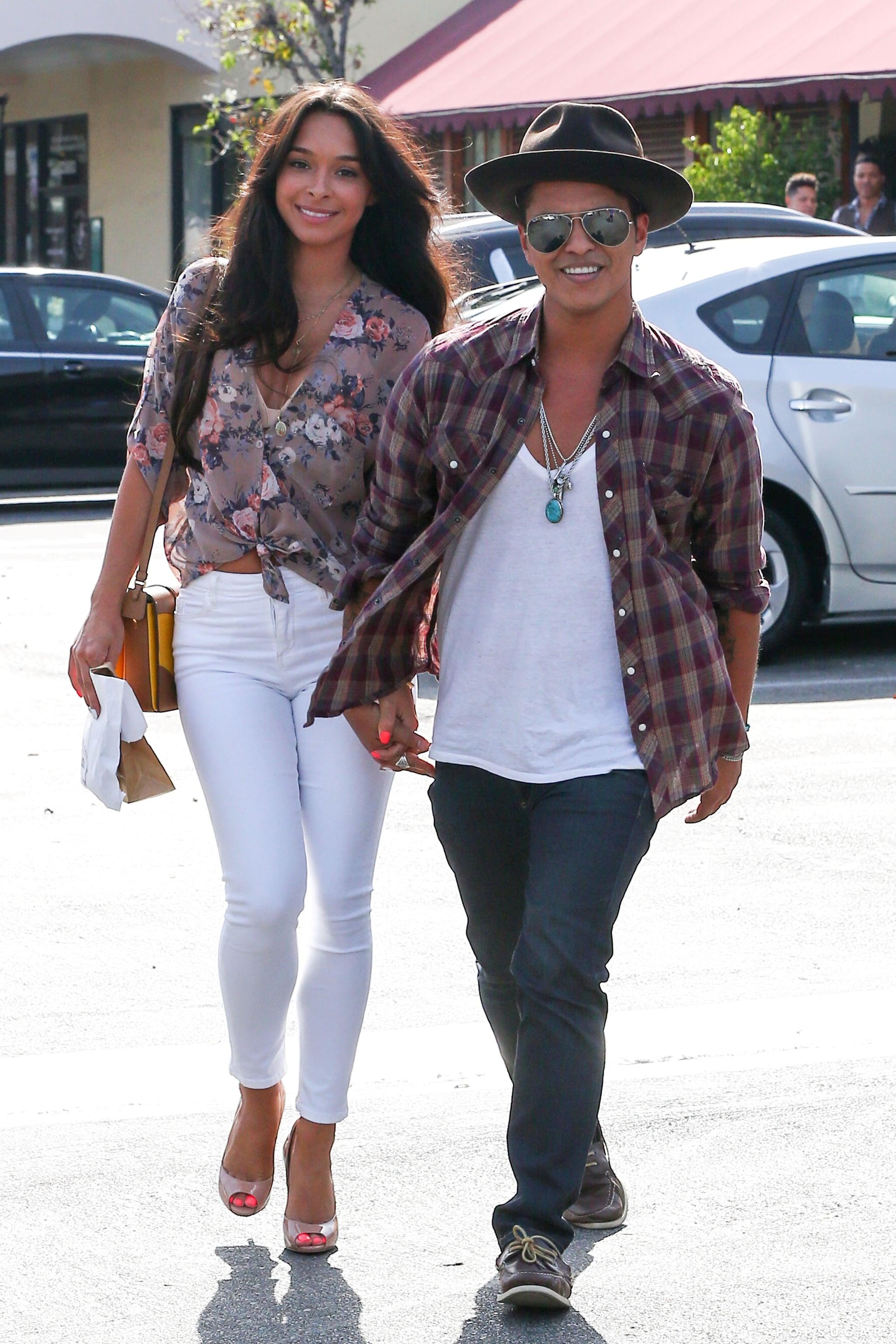 Is bruno mars wife who Bruno Mars'