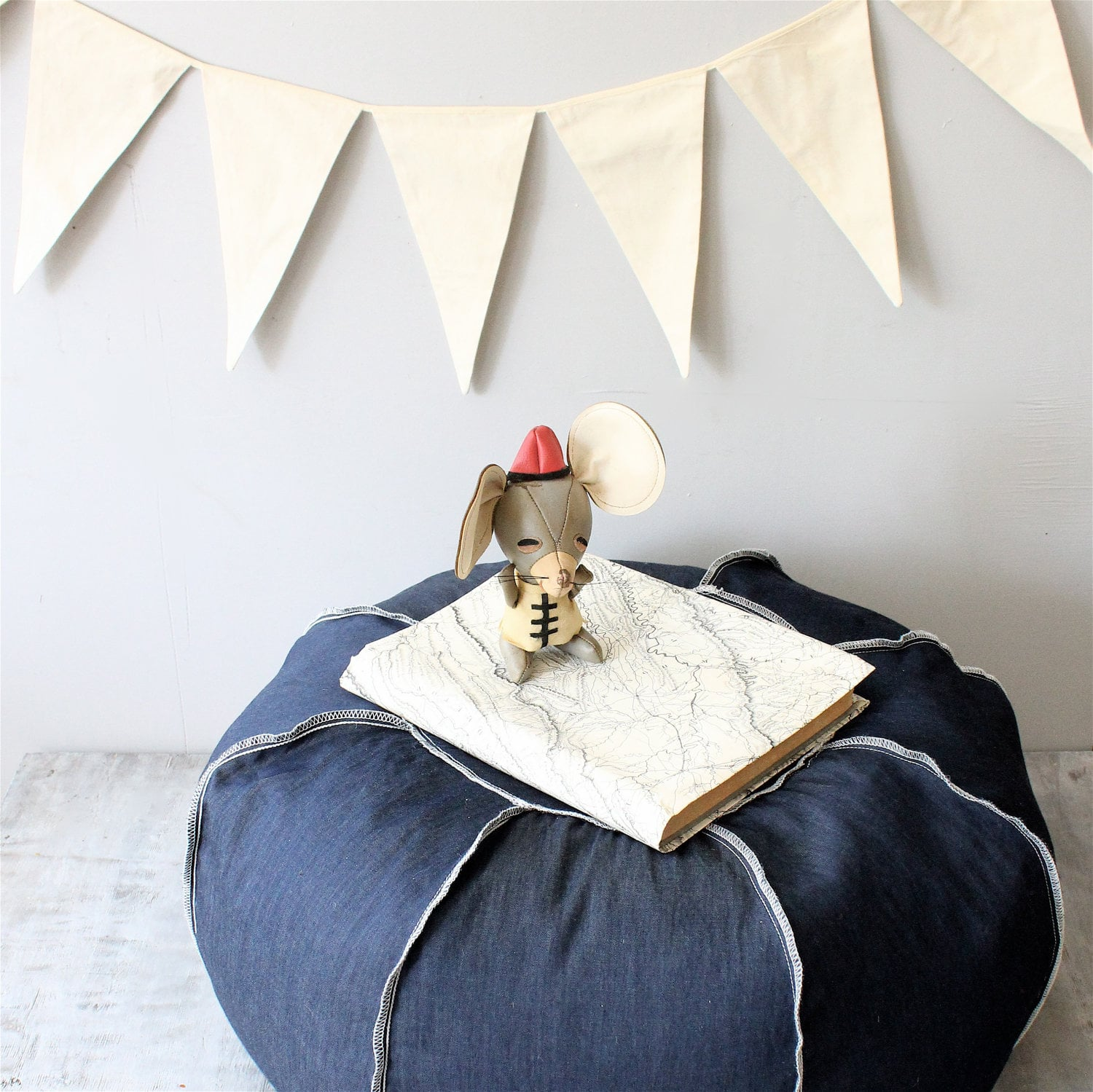 Denim ottomans 221 upcycling ideas that will blow your for Jeans upcycling ideas