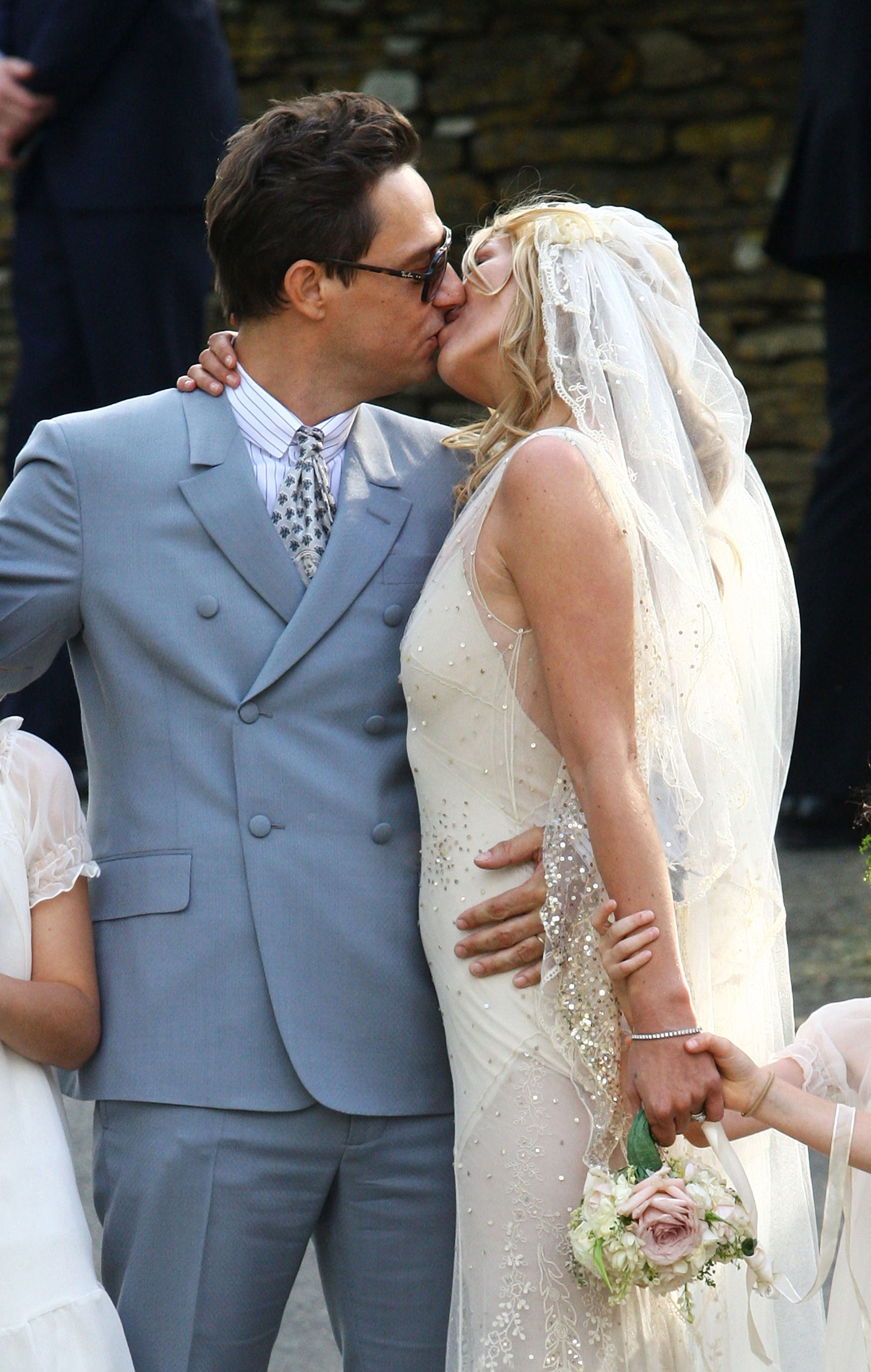 Pictures of Kate Moss Wedding to Jamie Hince: Her Hair, Makeup and ...