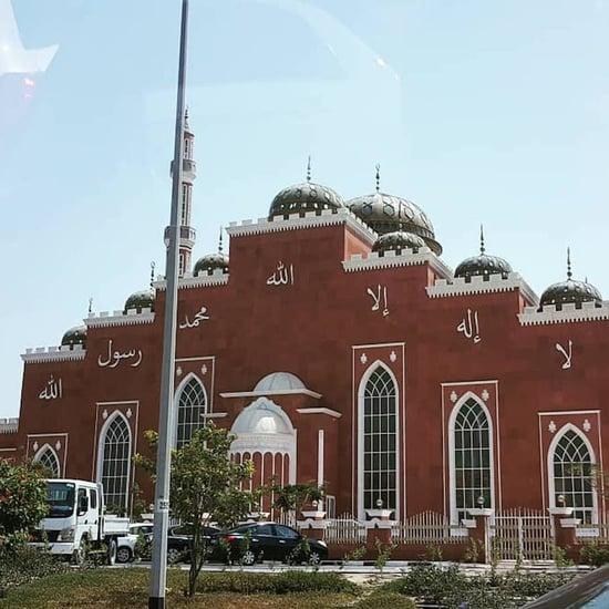 طفل عمره عشره يحدّ من هدر الماء في المسجد