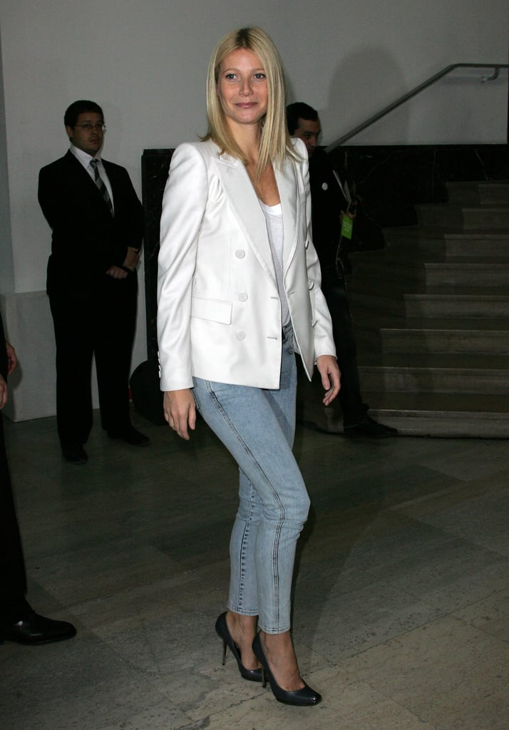 here gwyneth paired a white double breast blazer with 39 80s. Black Bedroom Furniture Sets. Home Design Ideas