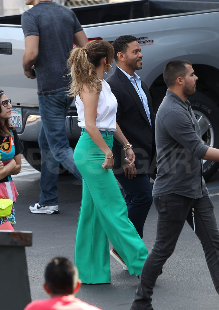 Jennifer Lopez chatted with Benny Medina before the show.