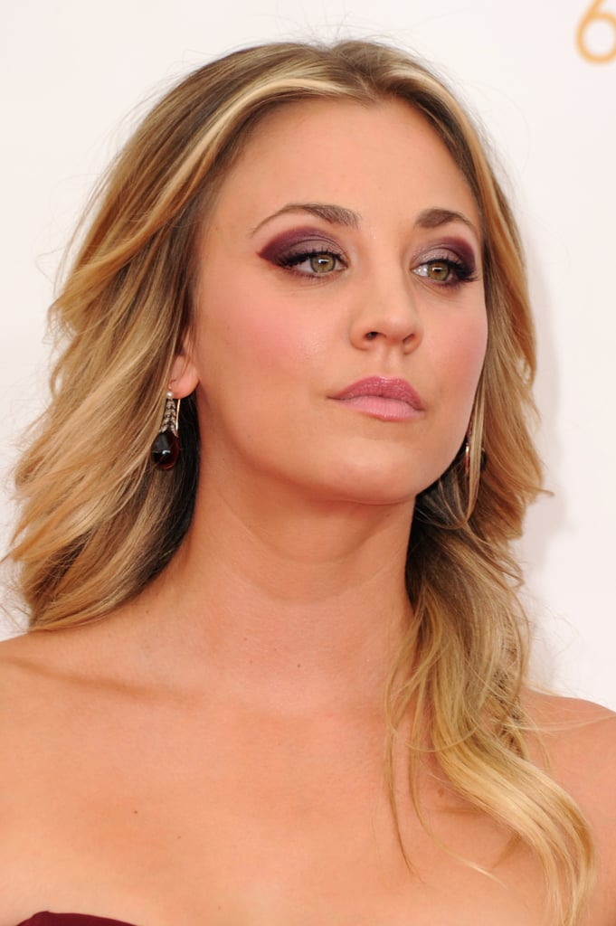 Kaley Cuoco pulled colour inspiration from her eggplant Vera Wang gown. She kept the remainder of her beauty look simple for maximum effect.