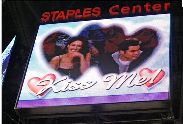 Jessica Alba laughed as she was caught on the kiss cam with Cash Warren.