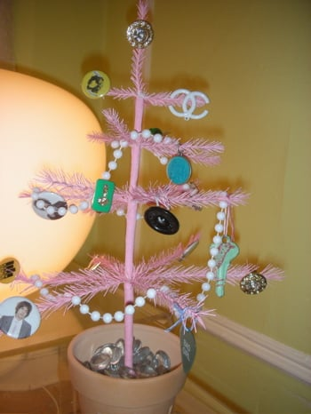 Casa Quickie: Costume Jewelry as Ornaments
