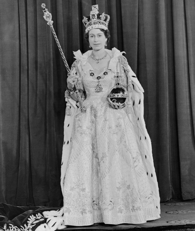 queen elizabeth coronation dress popsugar fashion queen elizabeth coronation dress
