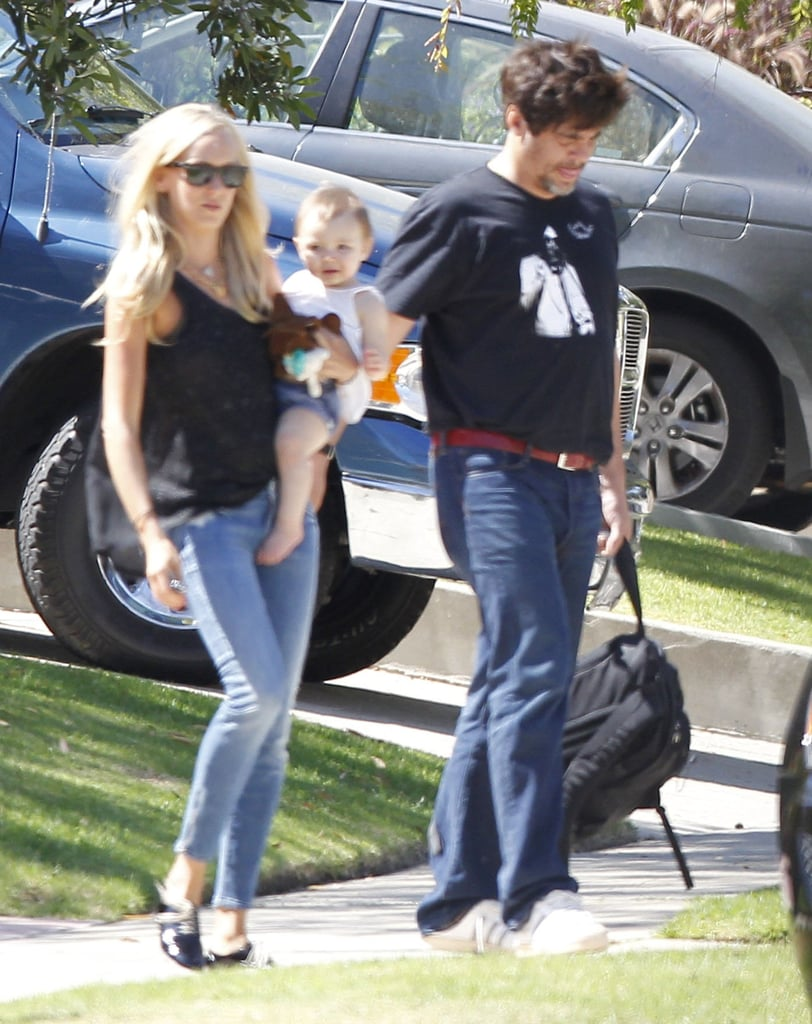 Kimberly Stewart and Benicio Del Toro With Delilah ...