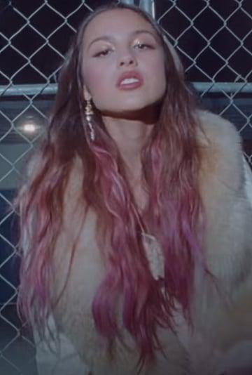 "Olivia Rodrigo Debuted a Pink Hair Colour in ""Traitor"" Video"