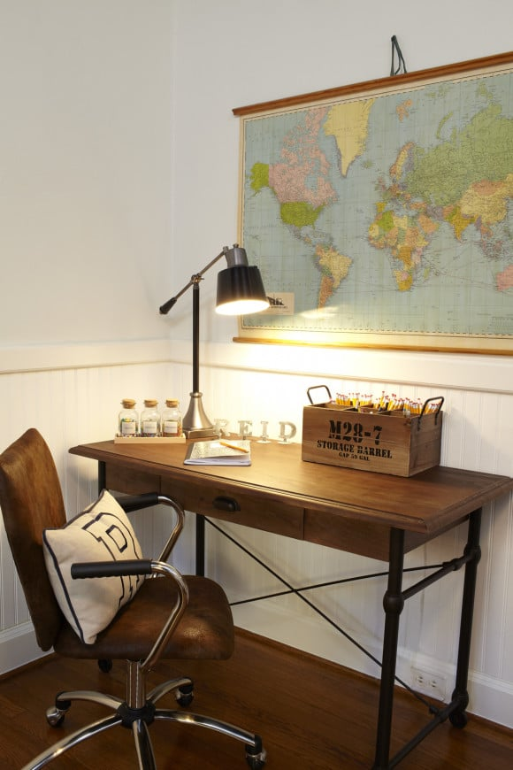 Old Study Room: Get Cozy In This Ultratraditional Navy-and