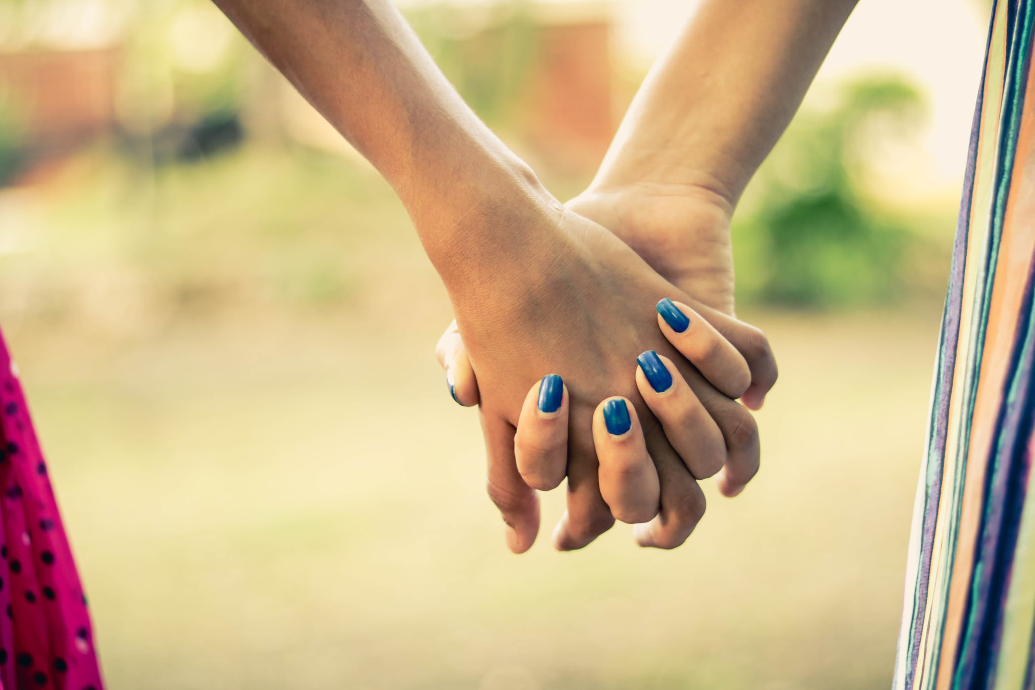 tmp_GgzqlE_a07e56a6aa3c3b15_shallow-focus-photography-of-two-person-holding-hands-1101731.jpg