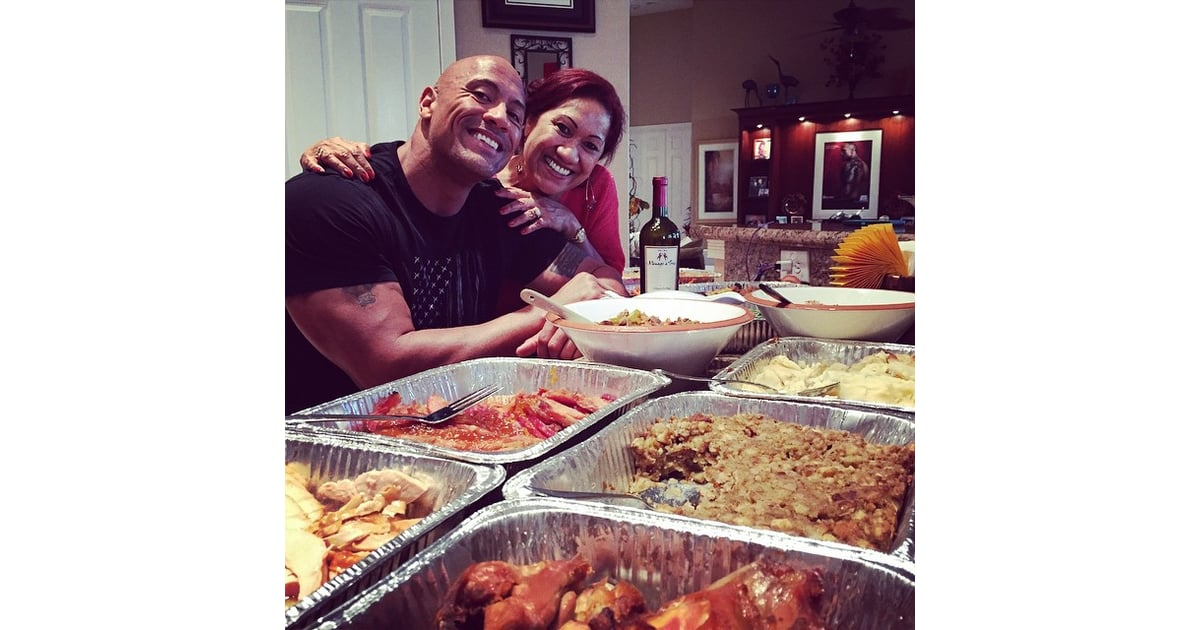 Dwayne-Johnson-his-mom-posed-sweet-snap-before-eating.jpg