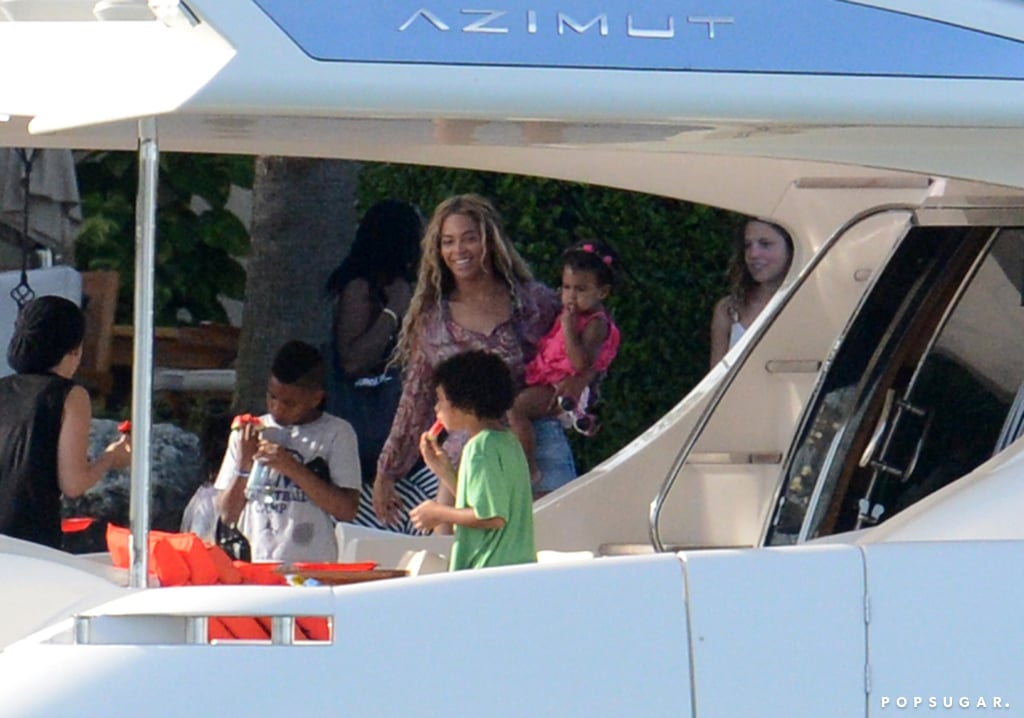 Beyoncé and Blue Ivy boarded a boat in Miami.
