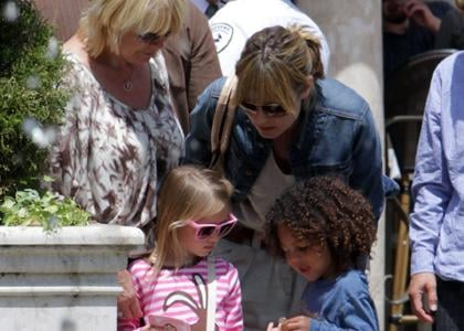 Heidi Klum was spotted at the Grove with her mother along with Leni and Johan