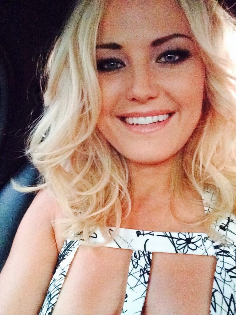 Malin Akerman snapped a car selfie on her way to the People's Choice Awards. Source: Twitter user MalinAkerman