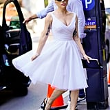 مرتديةً فستان فينتاج كلاسيكيّ من فالنتينو مع حذاء من Neil J. Rodgers.