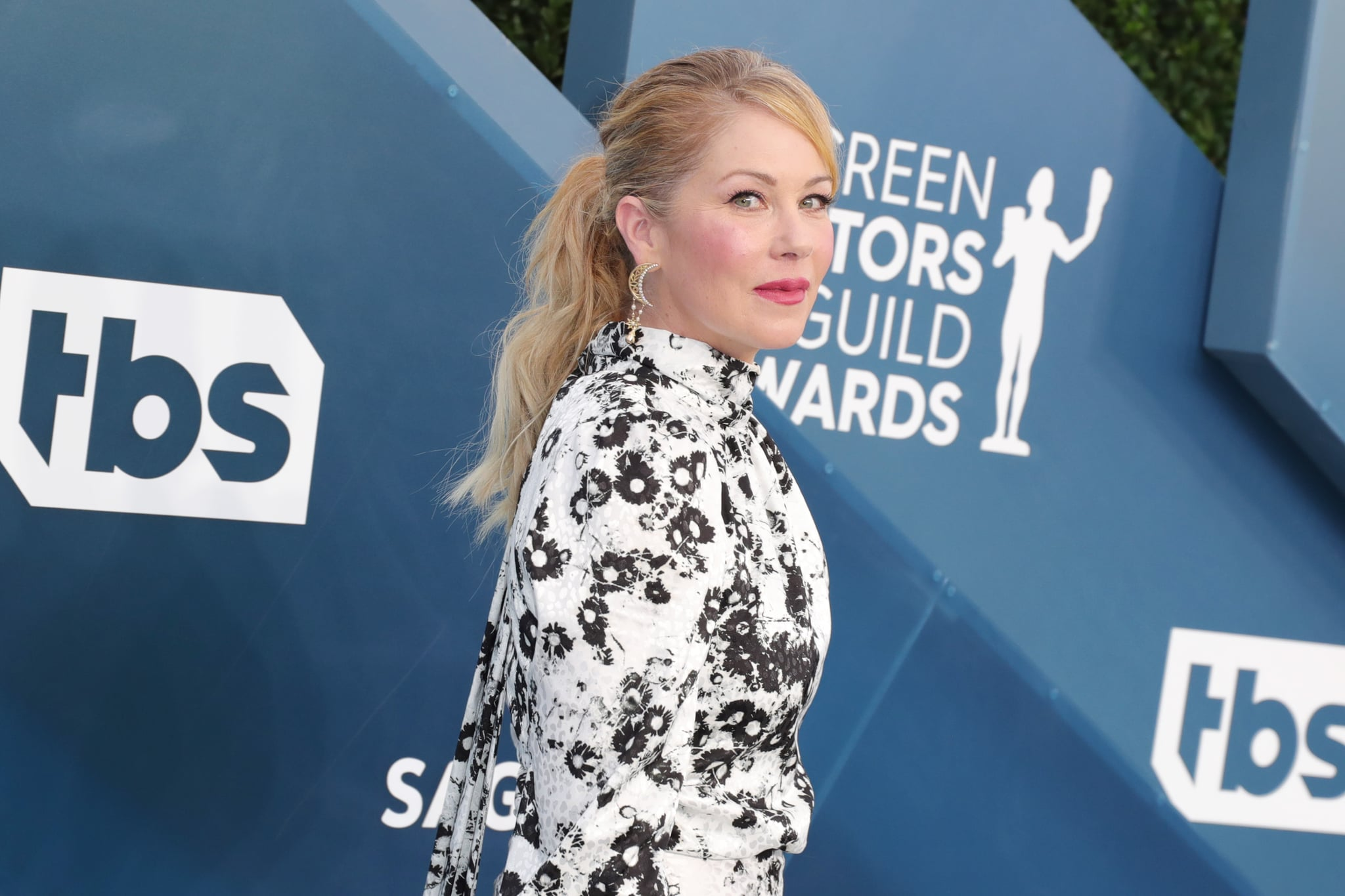 LOS ANGELES, CALIFORNIA - JANUARY 19: Christina Applegate attends 26th Annual Screen Actors Guild Awards at The Shrine Auditorium on January 19, 2020 in Los Angeles, California. (Photo by Leon Bennett/Getty Images)