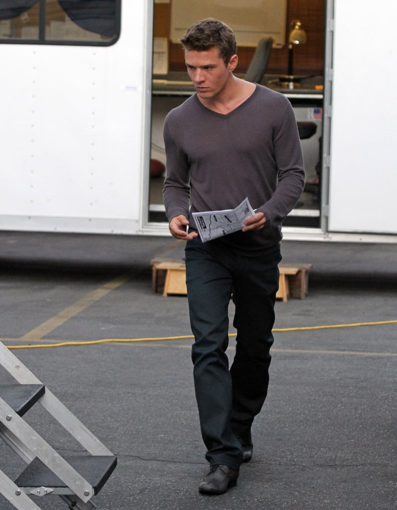 Ryan Phillippe Showing Off His Muscles On Set Of The Lincoln Lawyer 2010-07-15 18:00:02