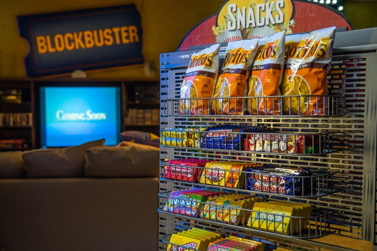 The Last Blockbuster Store Has Been Turned Into An Airbnb Popsugar Smart Living