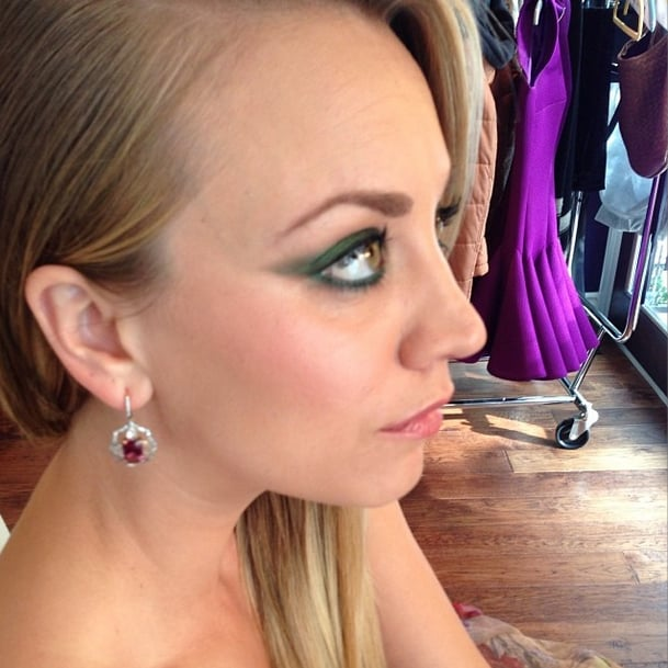 Makeup artist Jamie Greenberg decided that an emerald-green cat eye was the winning look for Kaley Cuoco. Source: Instagram user jamiemakeupgreenberg