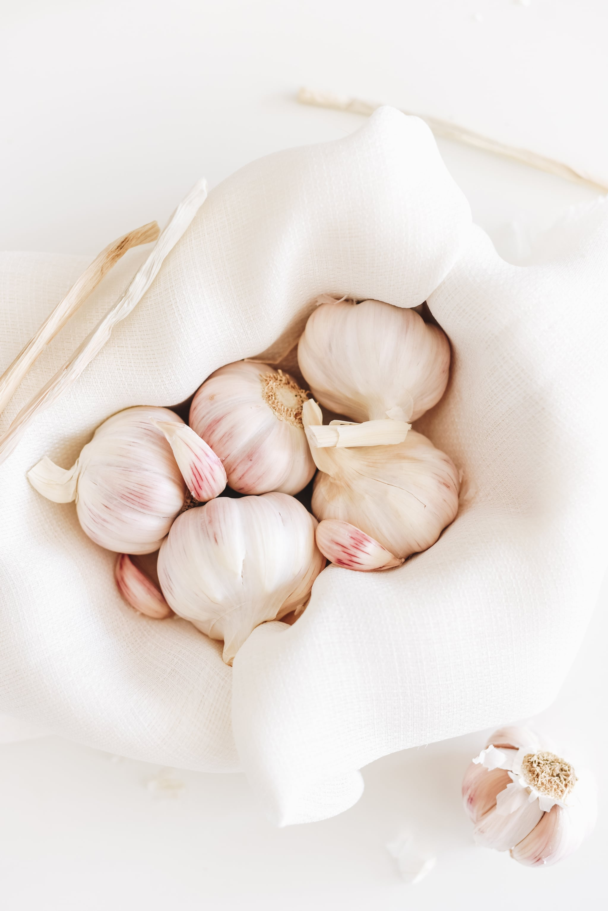 what are the benefits of eating raw garlic daily? | popsugar