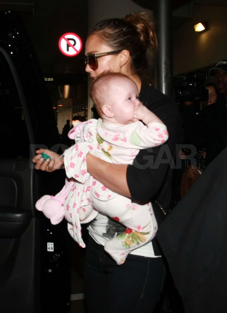 Jessica Alba holds Haven at the airport.