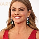 A very blond (and very sultry) Sofia Vergara played up her eyes with winged eyeliner and a subdued makeup palette. She had to leave room for her crimson dress to shine.