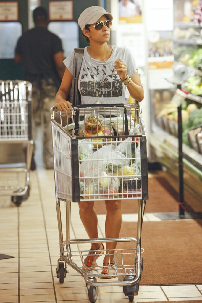 Halle Berry stopped in her local Whole Foods in Beverly Hills yesterday and stocked up on plenty of delicious fruits, vegetables, and a few bottles of wine. It looks like Halle's restocking her fridge with healthy snacks following an extended stay on the East Coast. Halle picked up this year's Celebrity Fragrance of the Year Award in NYC last month for her signature scent, Halle Berry Pure Orchid, then stepped out more recently to support Mayor Michael Bloomberg at a dinner benefiting the Family Justice Centers. She's had a busy schedule thus far this wrapping up two films, New Year's Eve and Skank Robbers, while also ironing out the details of her custody agreement with Gabriel Aubry.
