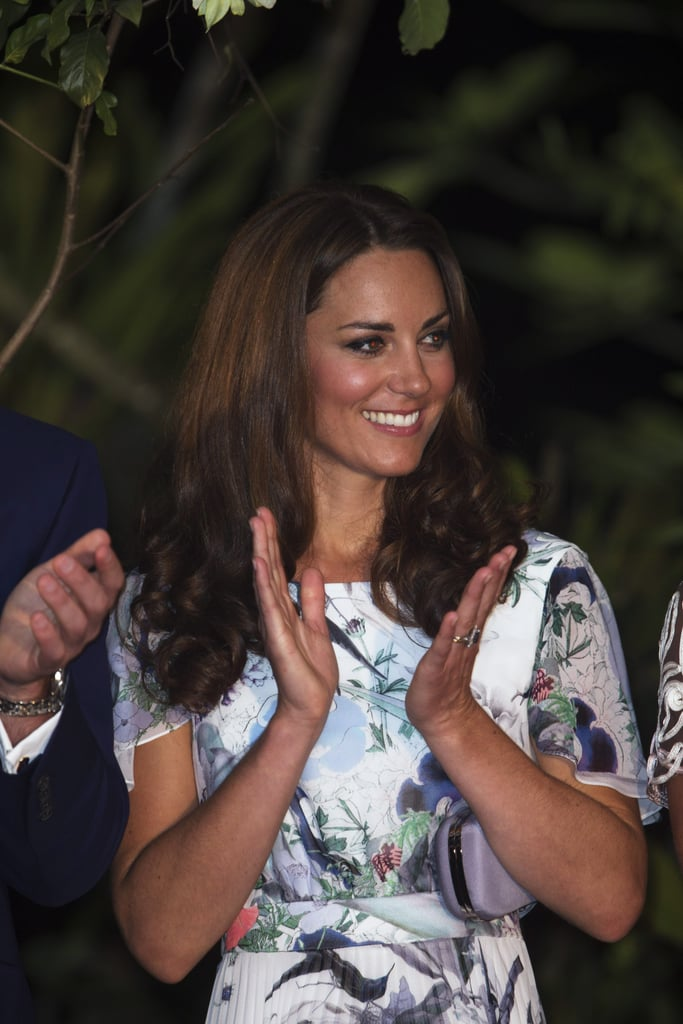 Kate Middleton gave her applause at a dinner reception in Singapore.