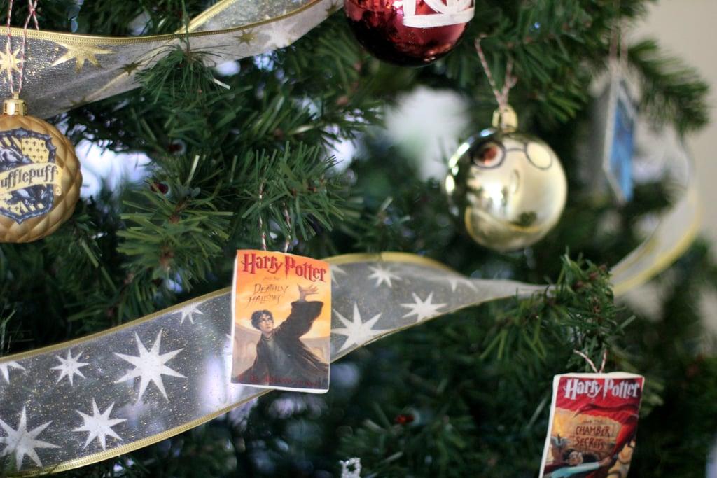 علّقوا عليها بعض زينة كتب هاري بوتر...