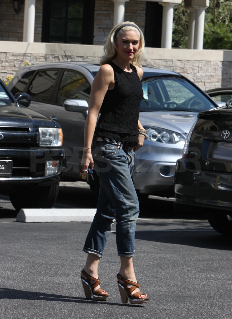 Gwen Stefani with super blonde hair.