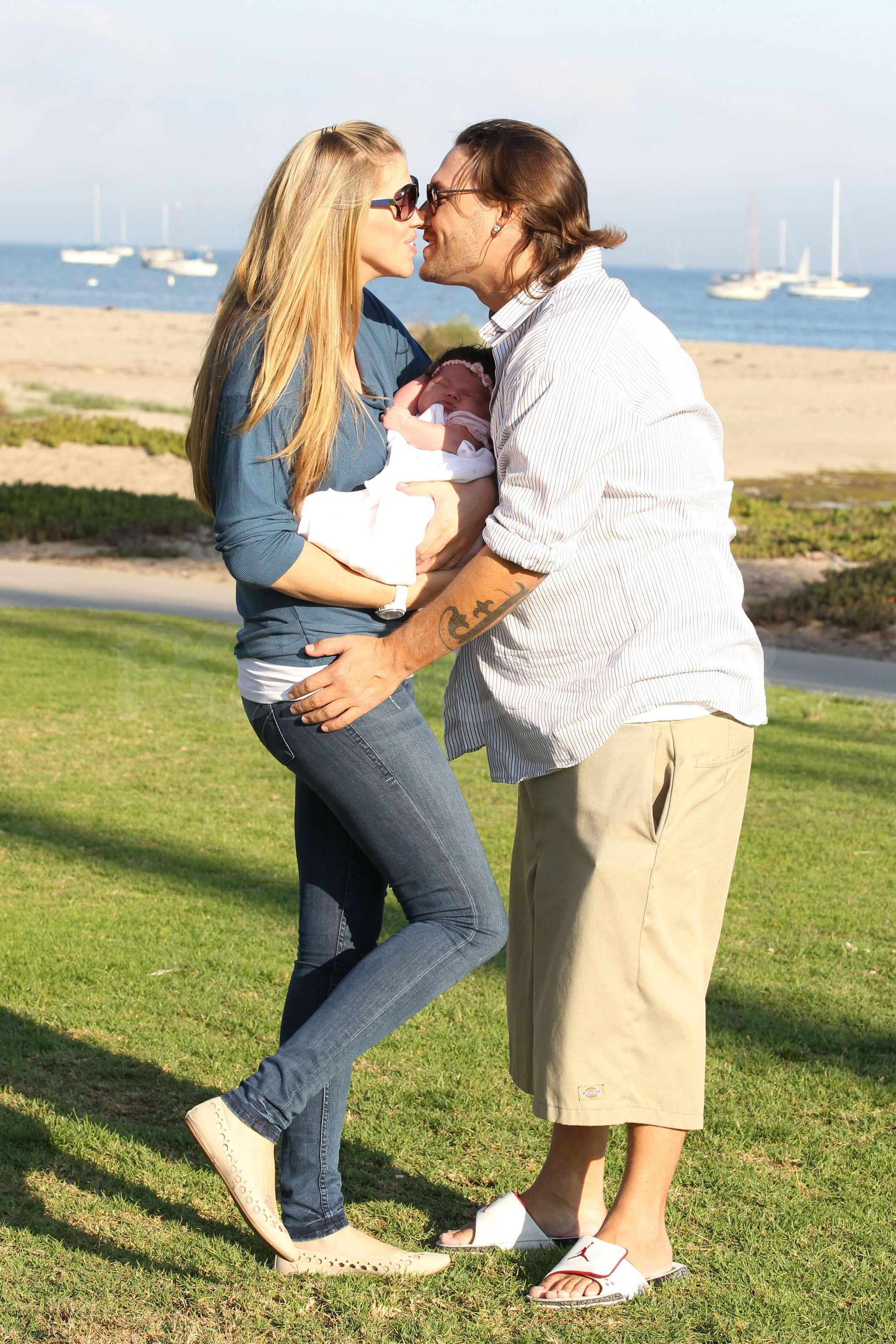Kevin Federline And Victoria Prince Stole A Kiss While They Held Baby First Pictures Kevin Federline And Victoria Prince Debut Baby Jordan Kay During A Beach Day Popsugar Celebrity Photo 4