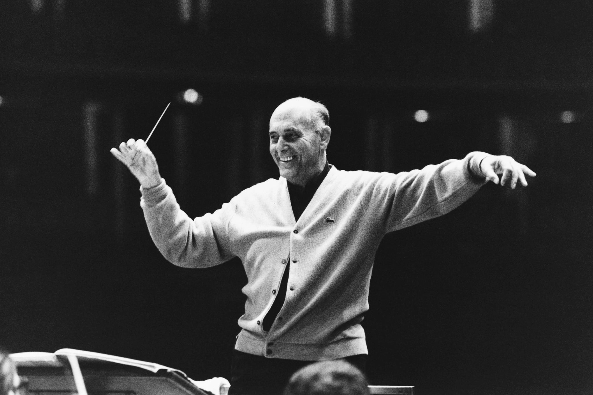 Sir Georg Solti Conducts The Chicago Symphony Orchestra at the Albert Hall. (Photo by © Hulton-Deutsch Collection/CORBIS/Corbis via Getty Images)