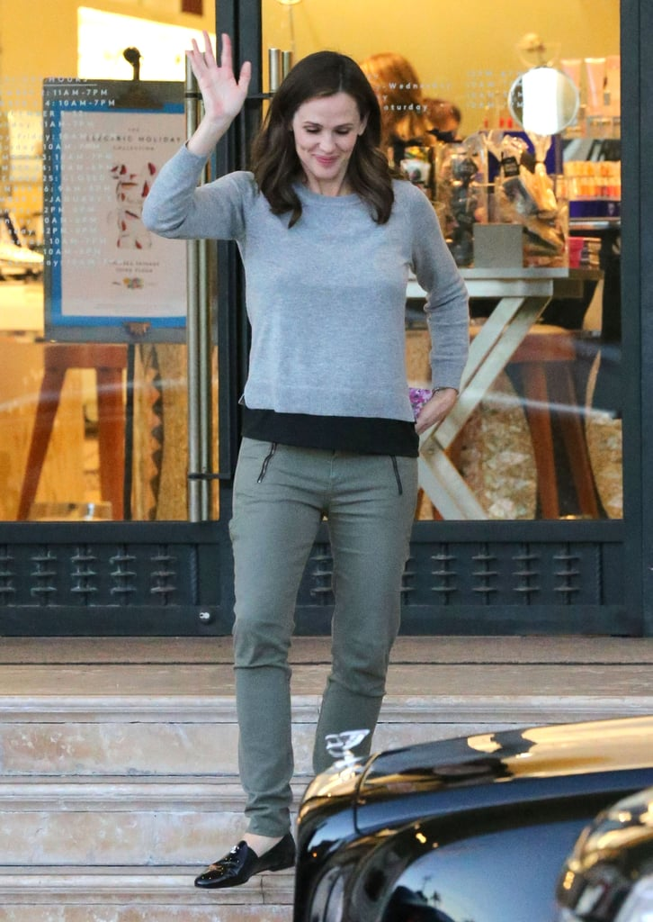 Jennifer Garner gave a wave leaving Barneys.