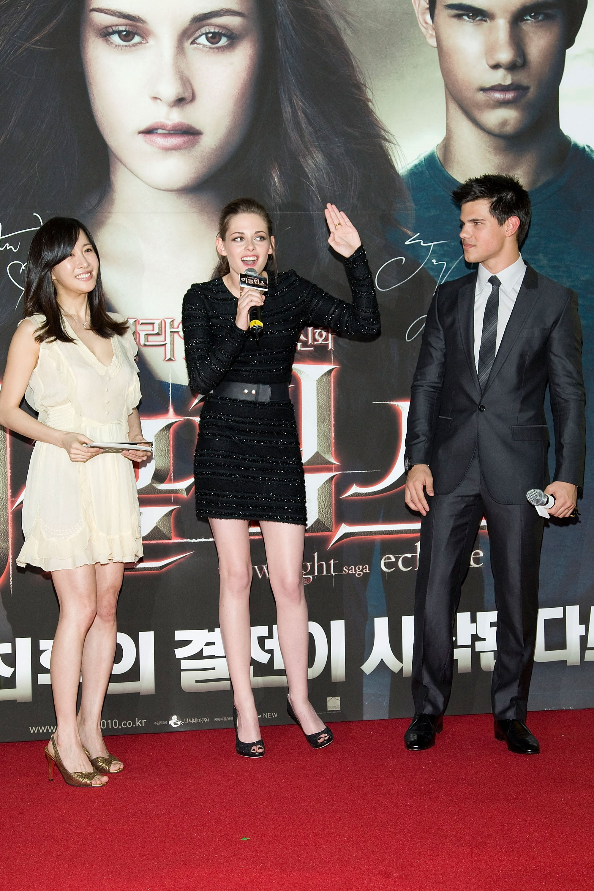 Pictures of Kristen Stewart With Hair Extensions in Seoul ...