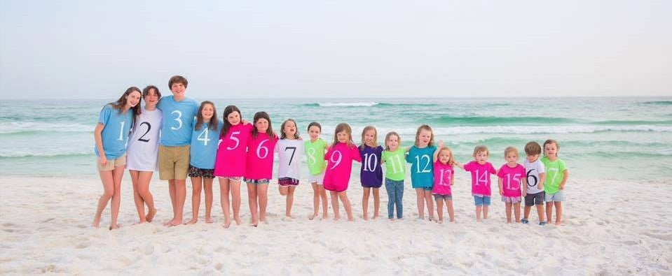 This Colour-Coded Photo of Grandkids Shows How 1 Family Can Grow