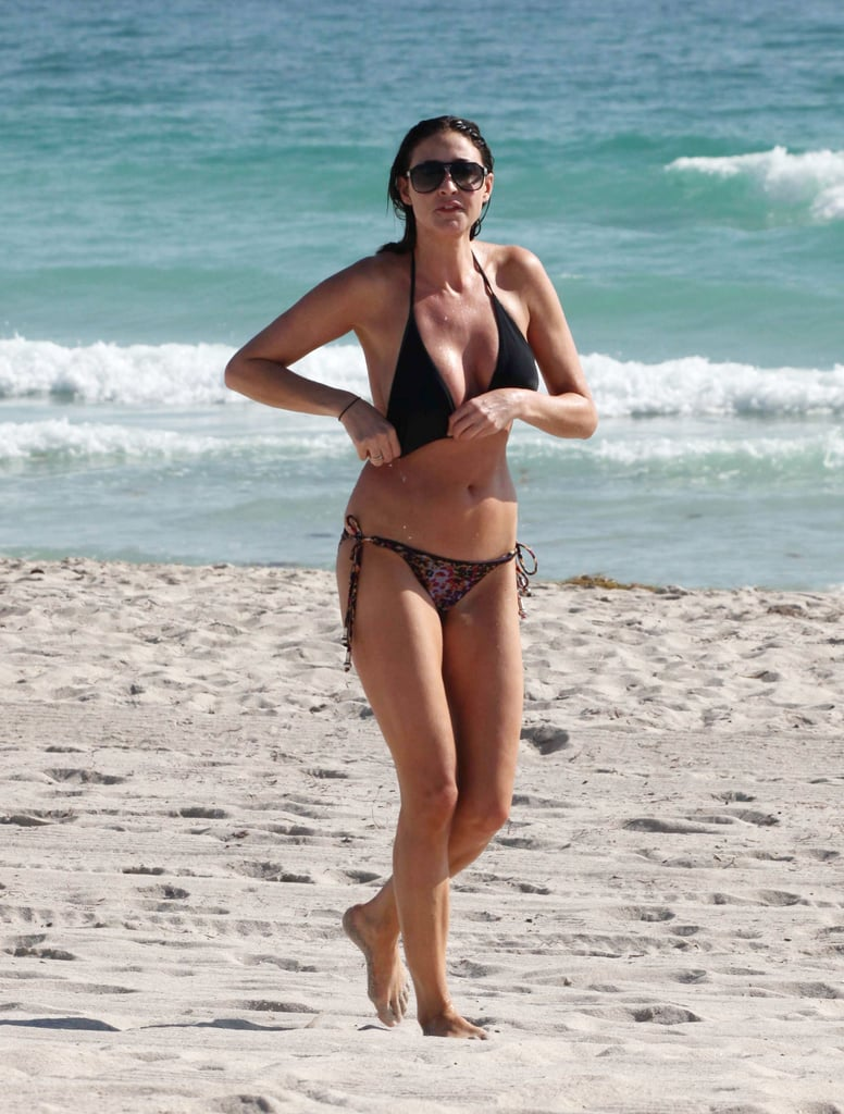 Lisa Snowdon is in Miami at the moment to film a new M&S advert alongside Twiggy and Dannii Minogue. Yesterday she took to the beach looking stunning in a black bikini top and animal print bottoms. After a dip in the sea she had to adjust her halter top to ensure no wardrobe malfunctions, but she took advantage of the sunshine before she returns to her breakfast radio show with Johnny Vaughn next week. While lounging on the beach she looked totally relaxed, but she's also been sharing some amusing sights from Florida with her fans!