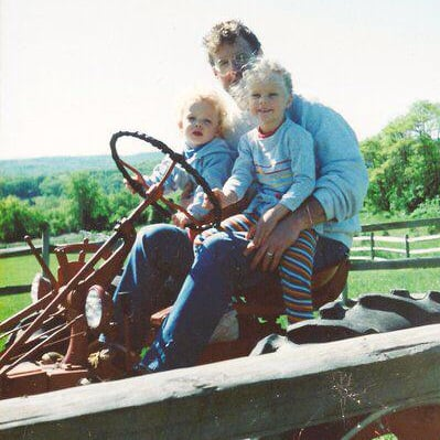 Taylor Swift and Her Brother Flashback Photo