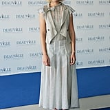 Kirsten styled a cute Spring sheer dress with a more tailored linen vest at a screening of Elizabethtown in 2005.