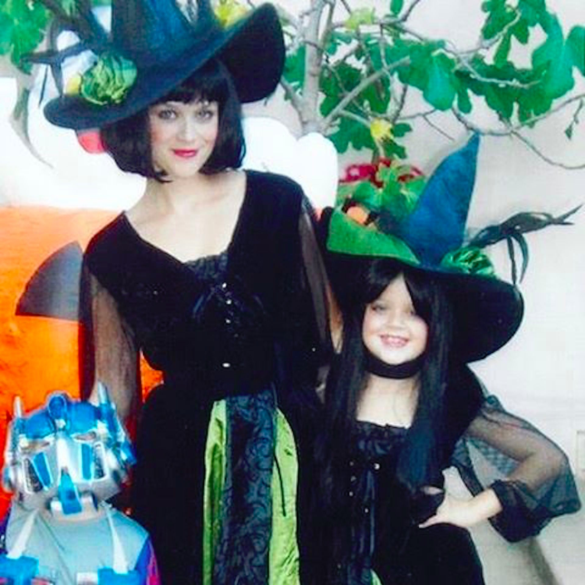 Reese Witherspoon Throwback Halloween Instagram Photo 2016 ...