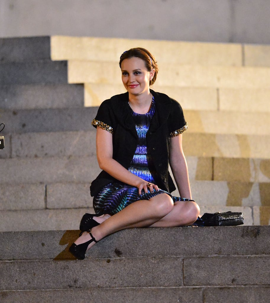 Just like old times, season six will revisit the steps of the Met Museum. Leighton's character Blair Waldorf apparently dressed up for the occassion in a patterned dress, black embellished cardigan, and black T-strap heels.