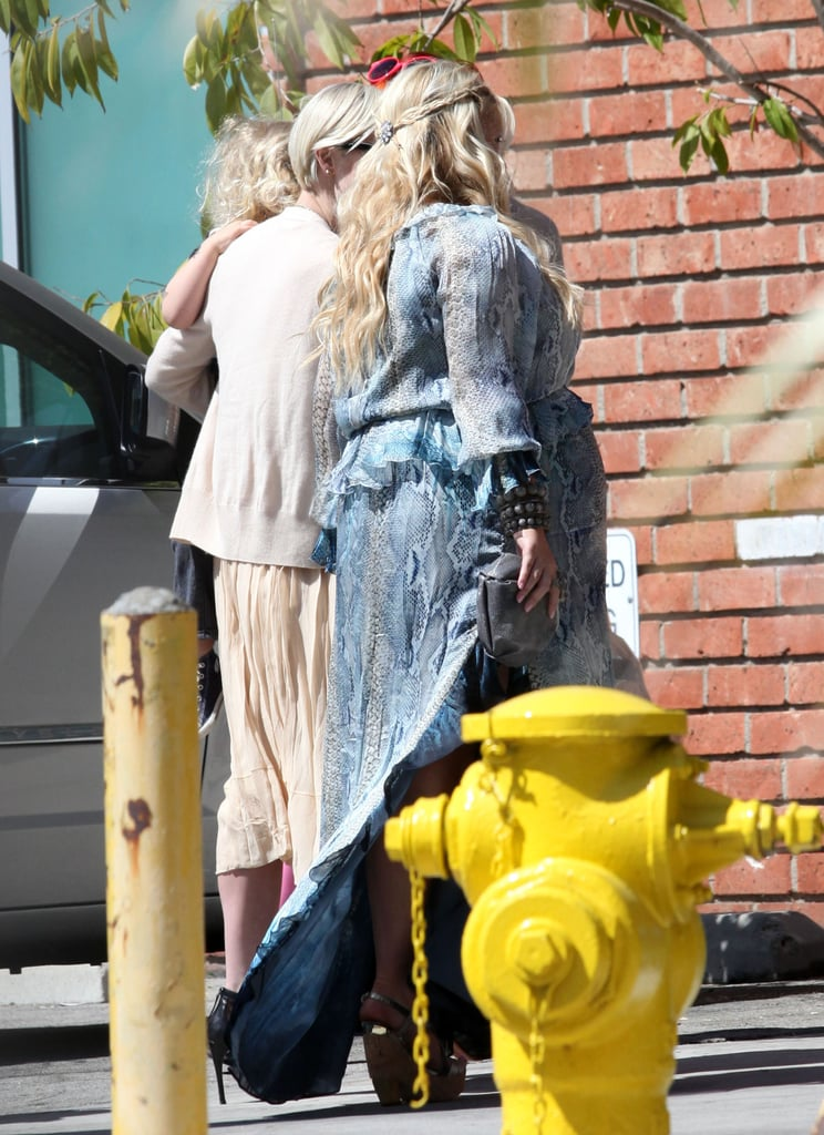 Jessica Simpson Greets Her Sister Ashlee At Her Baby Shower